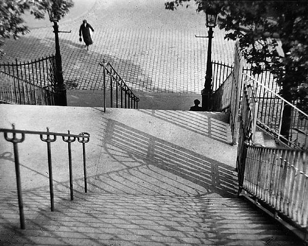 Andre-Kertezs-André-Kertész-2-July-1894-–-28-September-1985-born-Kertész-Andor-was-a-Hungarian-born-stairs_of_monmartre